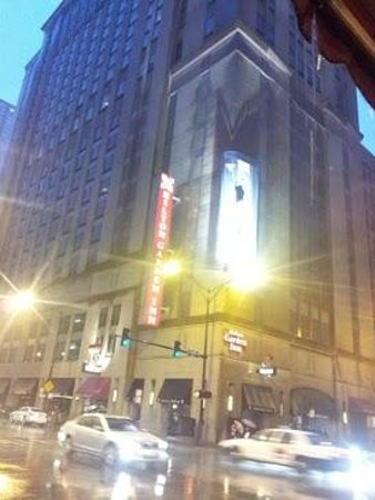 Hilton Chicago/Magnificent Mile Suites : hilton