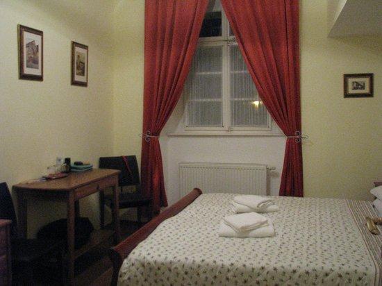 Hotel Loreta: room 6