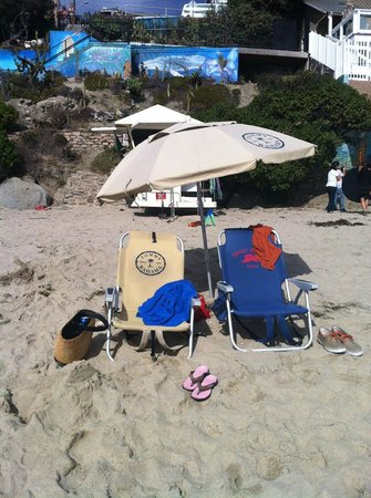Laguna Riviera Beach Resort: Chairs and umbrella provided by hotel - light to carry and comfortable