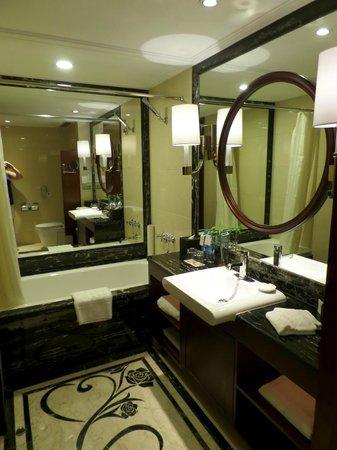 Central Hotel Shanghai: Bathroom