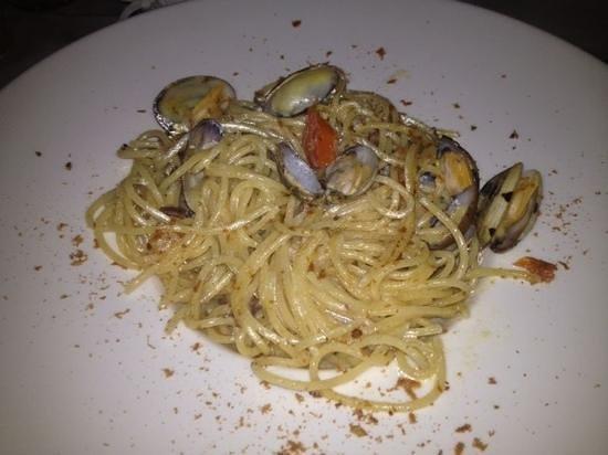 Dalla Padella Alla Brace : spaghetti alla bottarga e vongole
