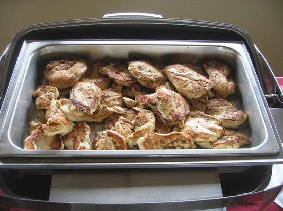 Pura Vida Retreat & Spa : Chicken offering for evening meal.
