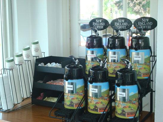 Hyannis Inn Motel: Complimentary Coffee & Tea