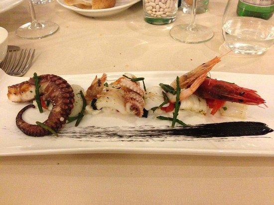Tocco Sicilian Ways: Antipasto: insalata tiepida su burrata ragusana