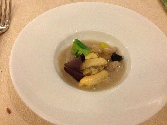 Tocco Sicilian Ways: Entree iferto dalla casa: cozze e fagioli