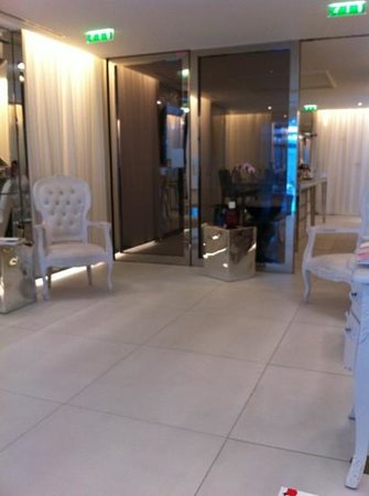 Spa My Blend by Clarins - Le Royal Monceau: coin relax + bar a graines