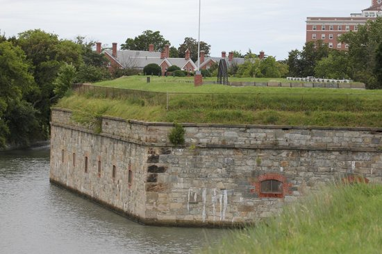 Fort Monroe's Casemate Museum: Outer walls and moat