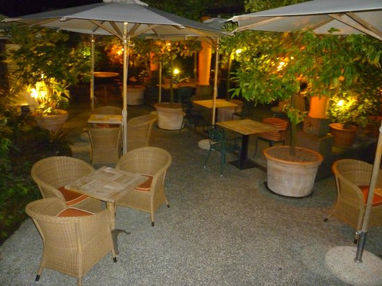 Hotel Villa Miravalle: The outdoor dining area