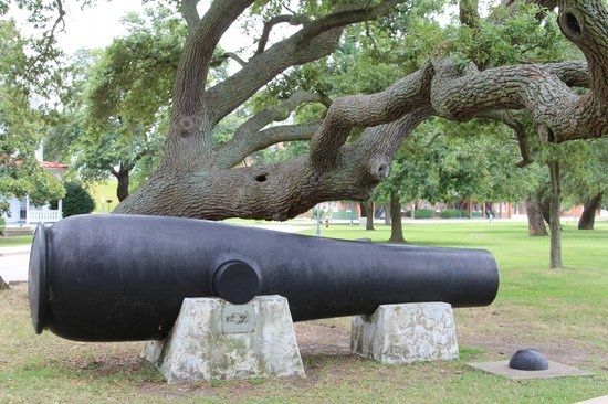 Fort Monroe's Casemate Museum: The Lincoln Cannon