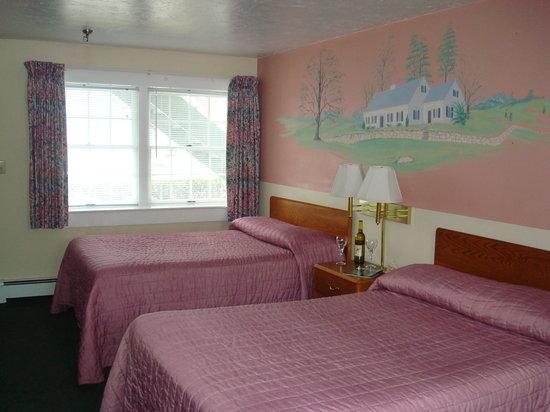 Hyannis Inn Motel : Standard 2 Double beds