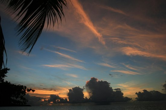 Coyaba Beach Resort: Sunset  - cocktail time