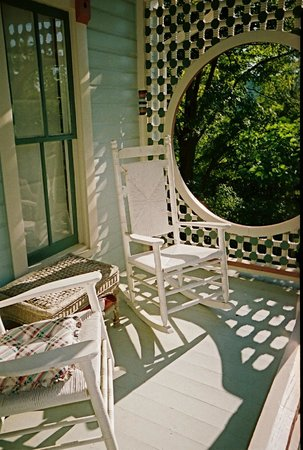The Pearl Tatman House: 2nd floor balcony of the lovely Pearl Tatman House.