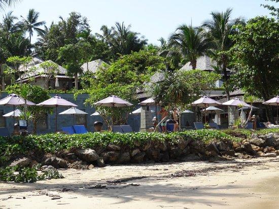 Nakamanda Resort & Spa : Vue des abords de la piscine depuis la plage