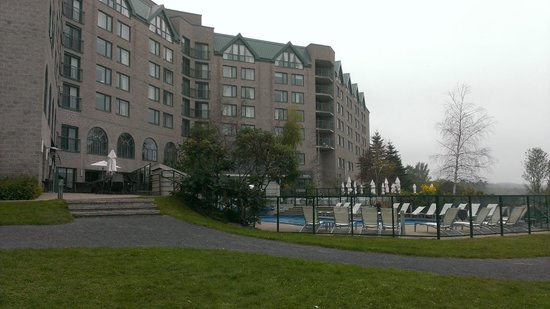 Delta Hotels by Marriott Fredericton : Back of hotel and outdoor pool