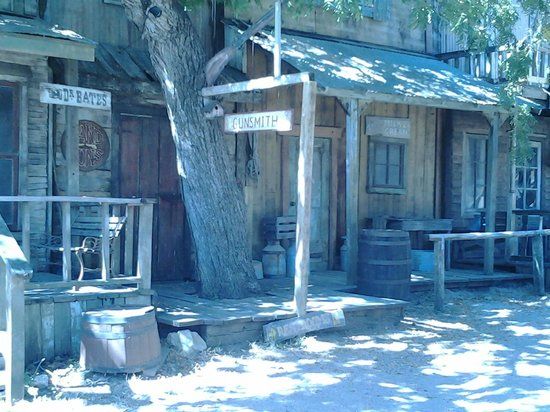 Enchanted Springs Ranch: Western Look