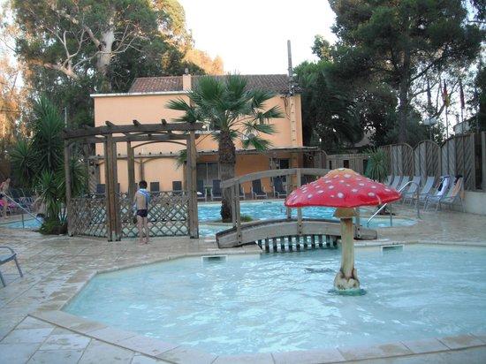 piscine photo de camping domaine du ceinturon 3 hy res tripadvisor. Black Bedroom Furniture Sets. Home Design Ideas