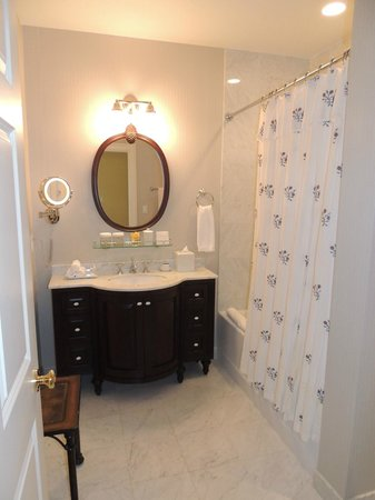Delamar Southport: Upscale Bathroom and Amenities