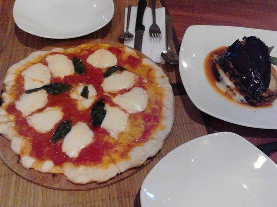 Isola Sarda: Pizza y Melanzane alla Parmigiana