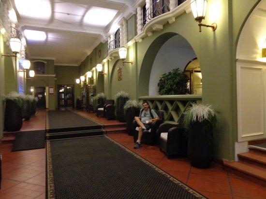 Hotel des Colonies: Entrada do hotel