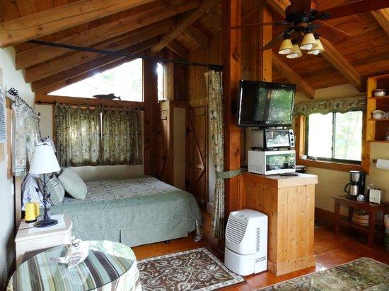 West Oak Bed & Breakfast: King sized bed with full bath