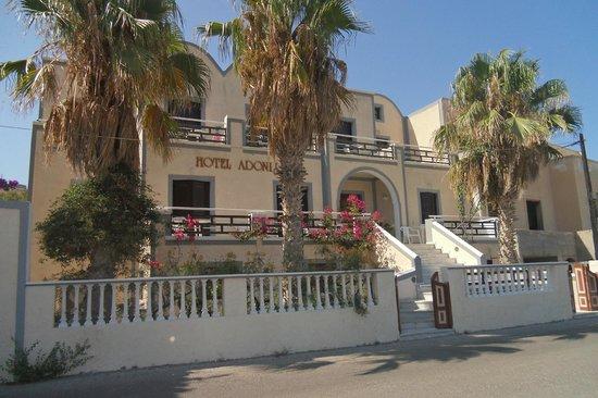 Adonis Hotel: dall'esterno
