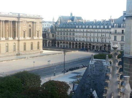 Hotel de la Place du Louvre - Esprit de France: View over the church to Rue de Rivoli