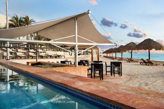 The Westin Resort & Spa, Cancun : Swim up bar