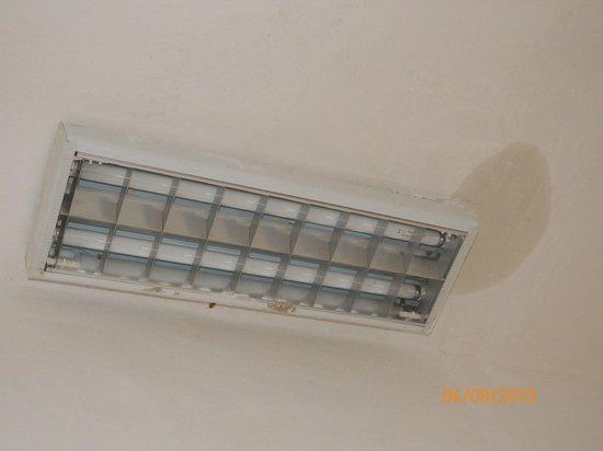 Baia dei turchi: Camera_luce al soffitto con umidità
