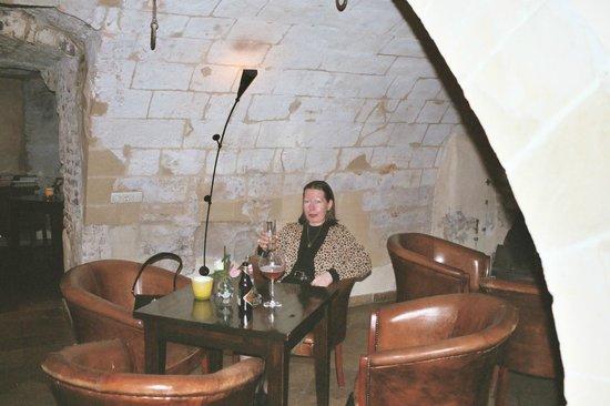 Kasteel Terworm: Bar in de kelder