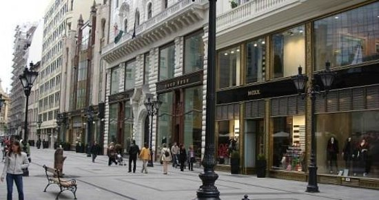 la via dello shopping picture of vaci street budapest