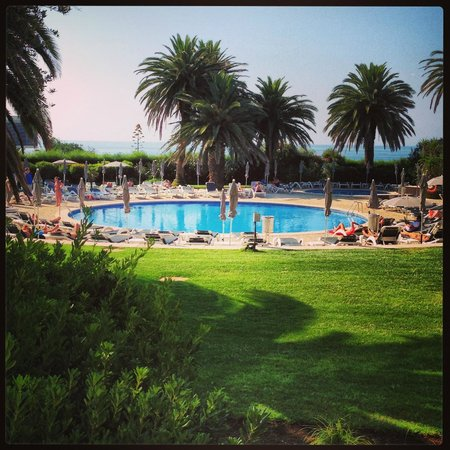 Vila Galé Cascais : View from my bedroom to the pool & sea