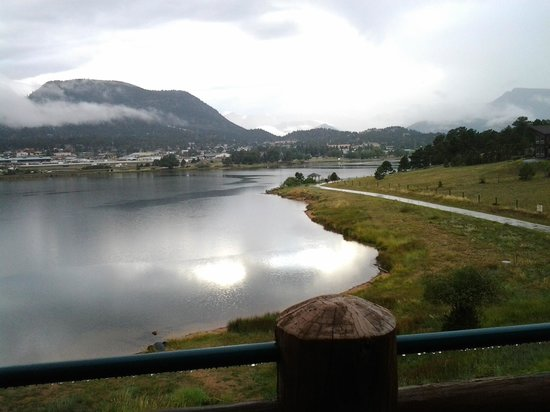 The Estes Park Resort : Running path can be seen right from room
