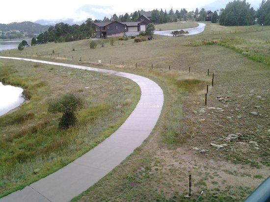 The Estes Park Resort : Running path goes around lake 3.8 miles