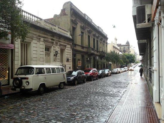 Hotel Babel Rua em frente ao hotel