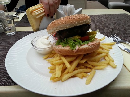 Lighthouse Grill: Burger