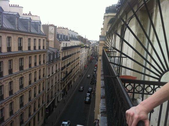 Vintage Hostel: view of rue de dunkerque