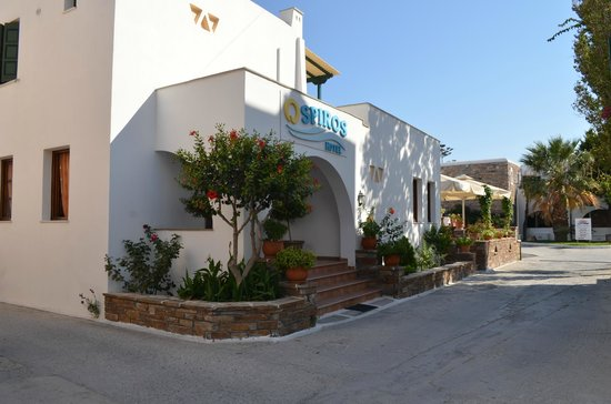 Hotel Spiros: Entrance to hotel