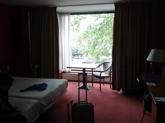 Hotel Brussels: Grande pero vieja