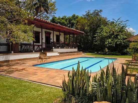 Atardecer en la piscina sin fin video of armenia quindio department trip - Casa en el campo ...