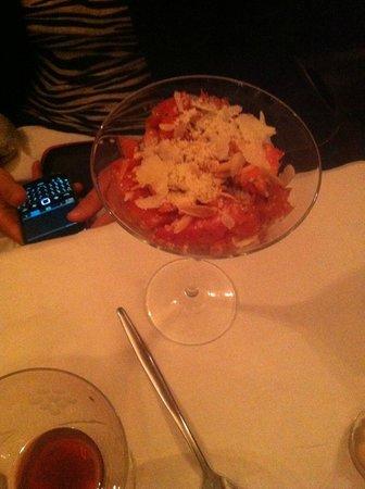 La Royale : Tartare de duo de tomates crumble amande & parmesan