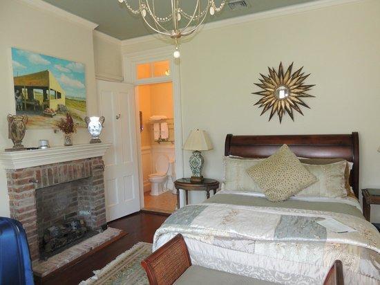 Jedediah Hawkins Inn & Restaurant : Sage room