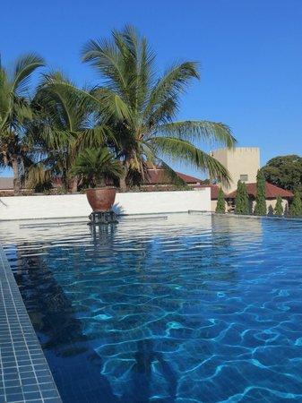 Hyatt Regency Dar es Salaam, The Kilimanjaro : infinity pool