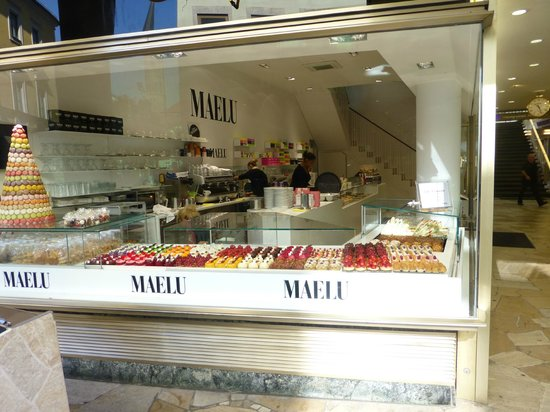 Cafe Maelu: Downstairs pastry case