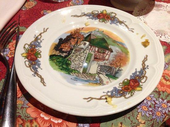 Le Clou: chinaware