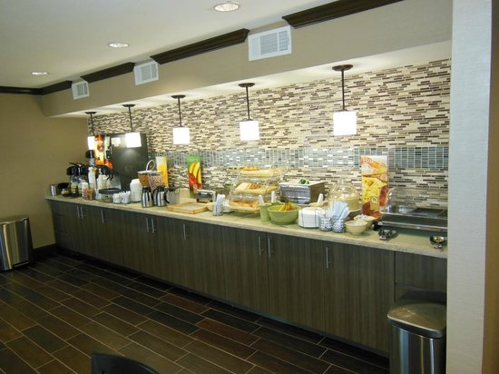 Quality Inn & Suites Six Flags Area: Breakfast
