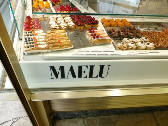 Cafe Maelu: pastry case