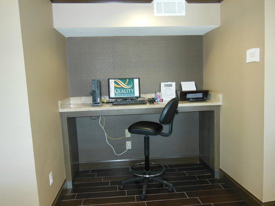 Quality Inn & Suites Six Flags Area : Business Center