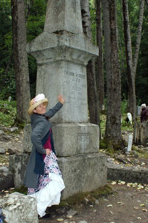 Skagway Street Car Tour: Cemetery tour and history