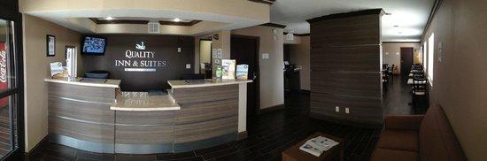 Quality Inn & Suites Six Flags Area: Lobby
