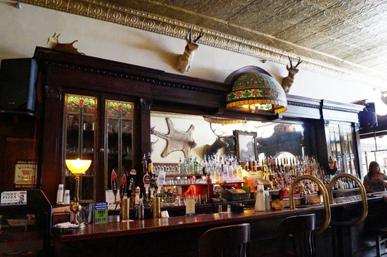 The Historic Occidental Hotel & Saloon and The Virginian Restaurant: The historic bar